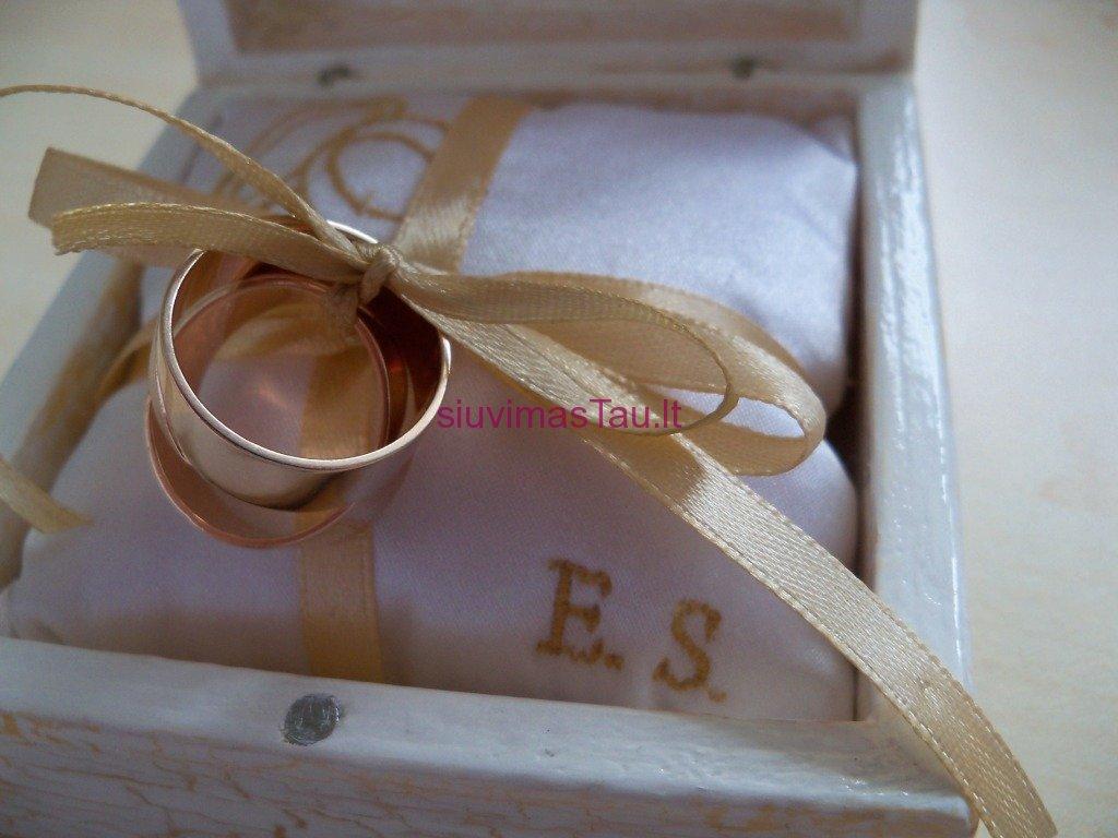 Vardine vestuviniu ziedu pagalvele (4)