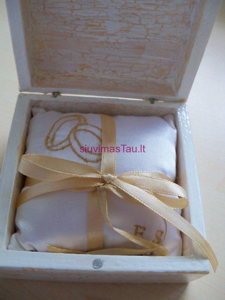 Vardine vestuviniu ziedu pagalvele (6)